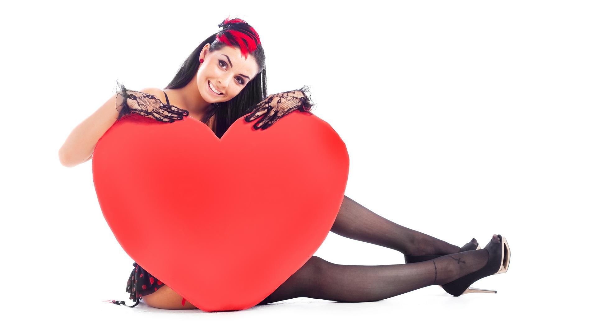 Девушка с сердцем открытки