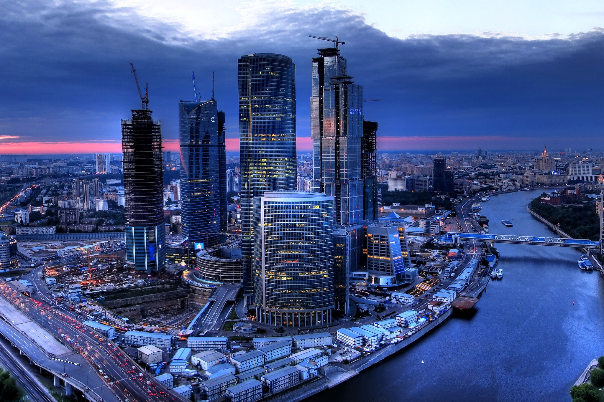 является фото самого красивого города в россии стена вызывает интерес