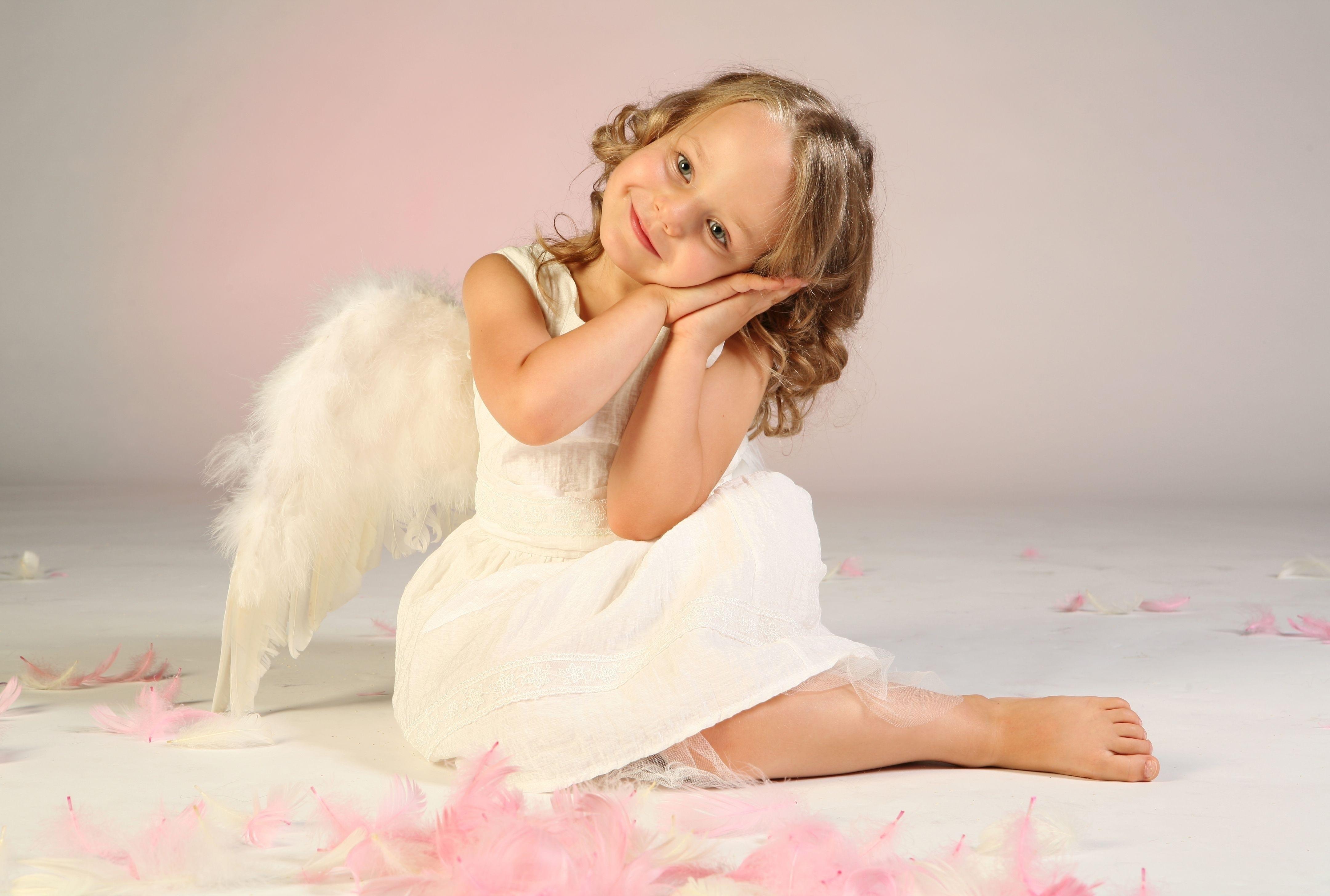 поражении фото ангелочка с крыльями запросу лопатка