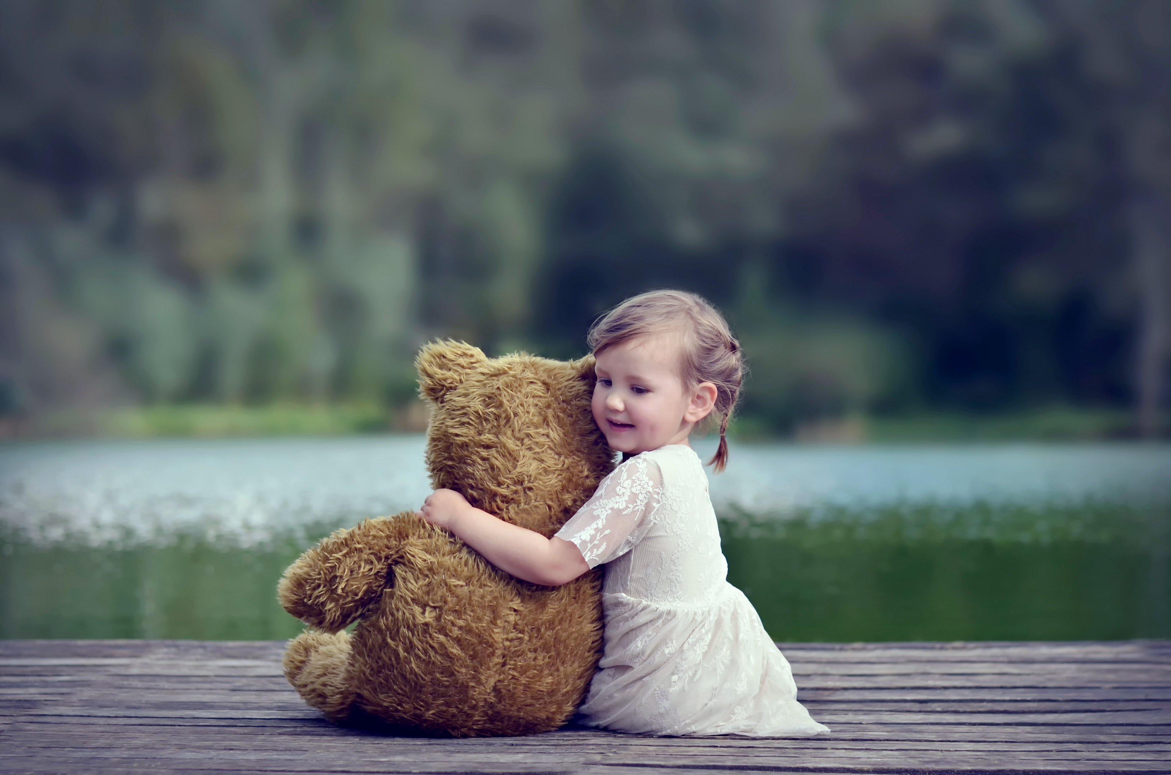 Картинки девочку с мишкой