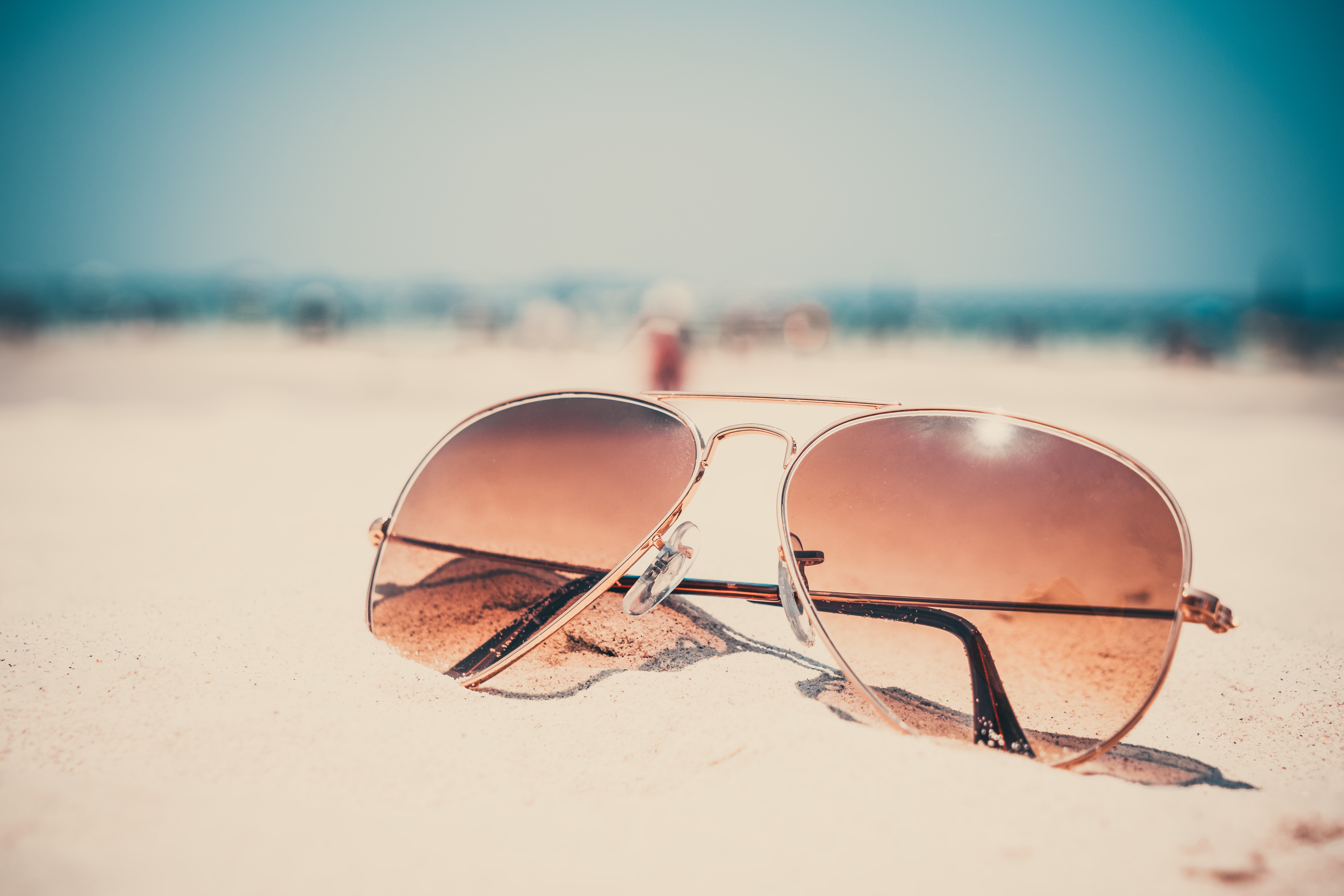 Wallpaper Sunglasses lie on the hot sand