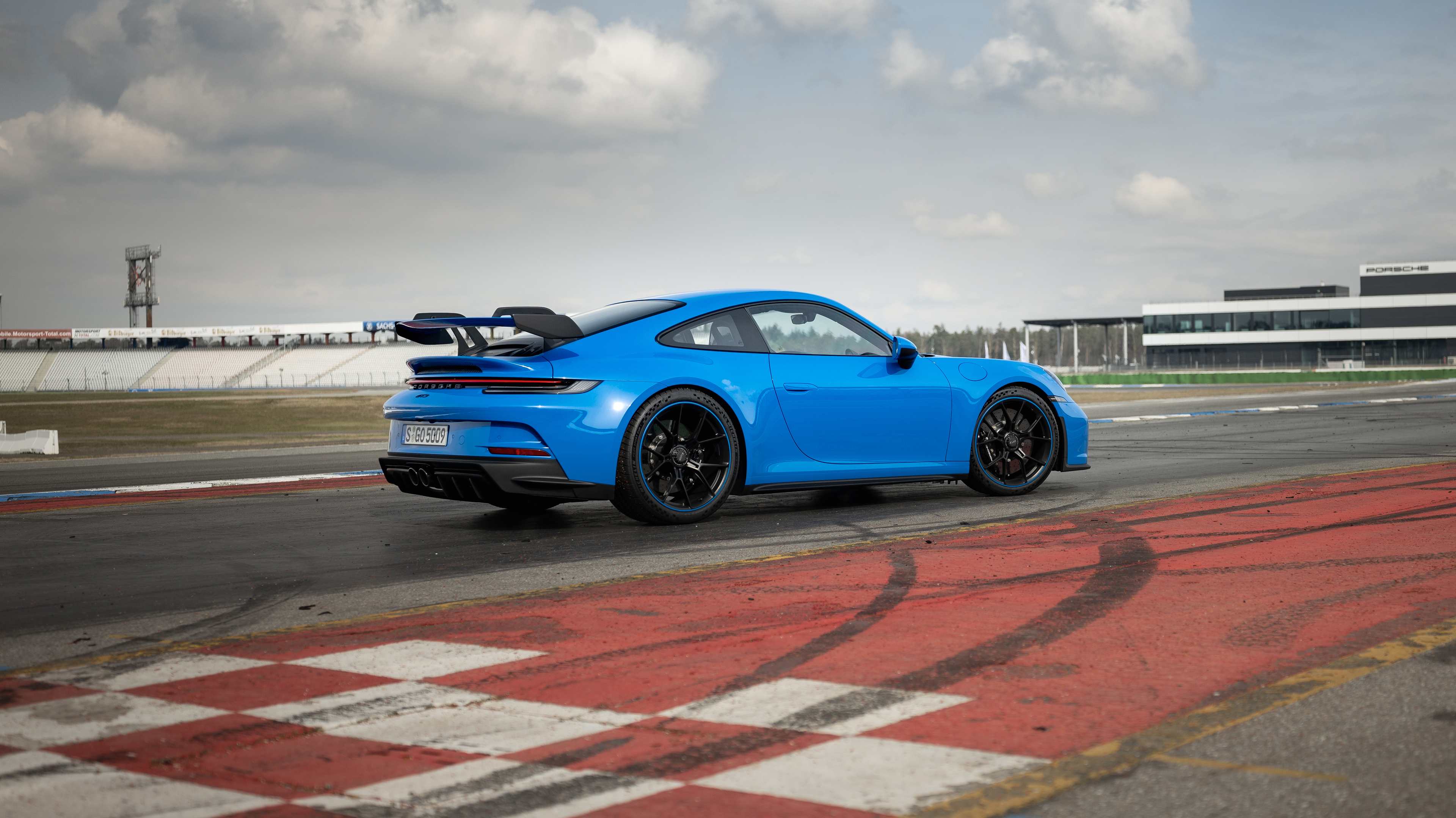 Wallpaper 2021 Porsche 911 GT3 blue car on the track