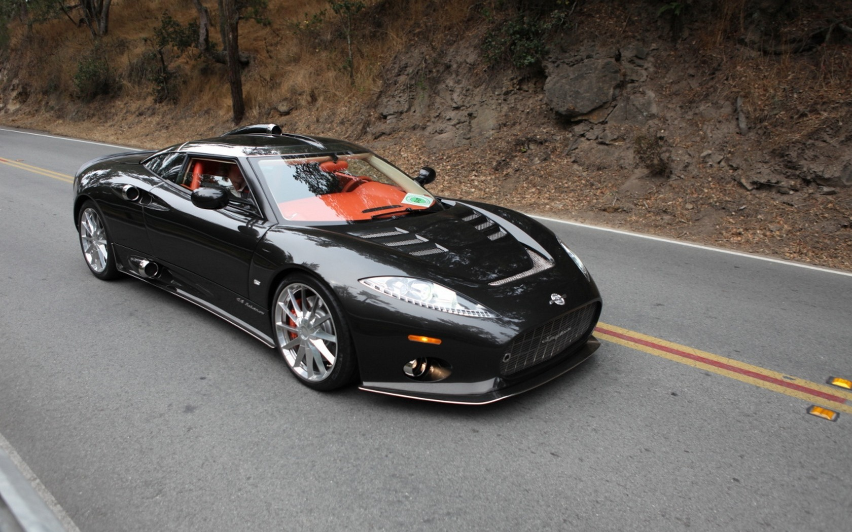 Wallpaper Black Spyker Ferrari on the road