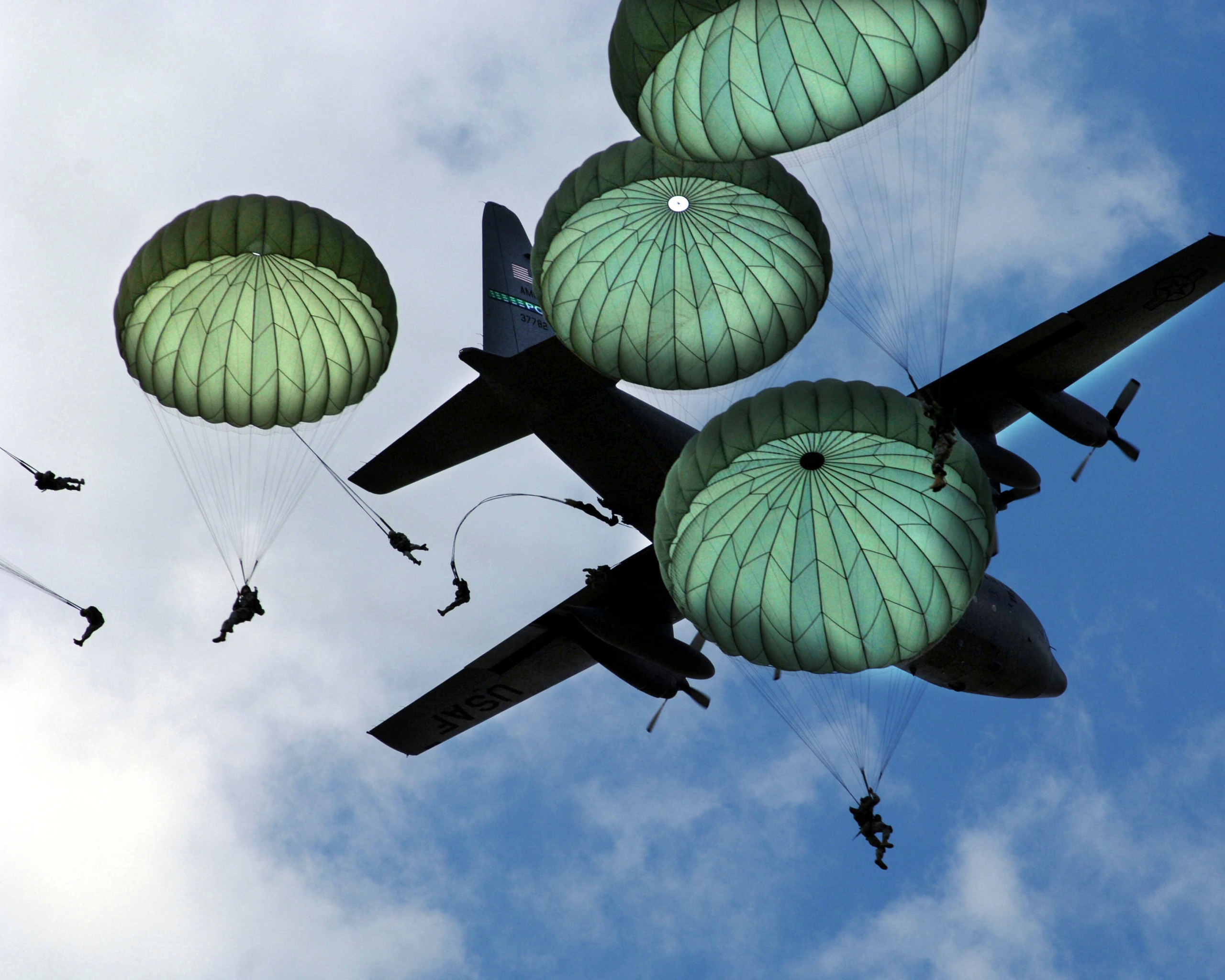 Картинки прыжки с парашютом вдв