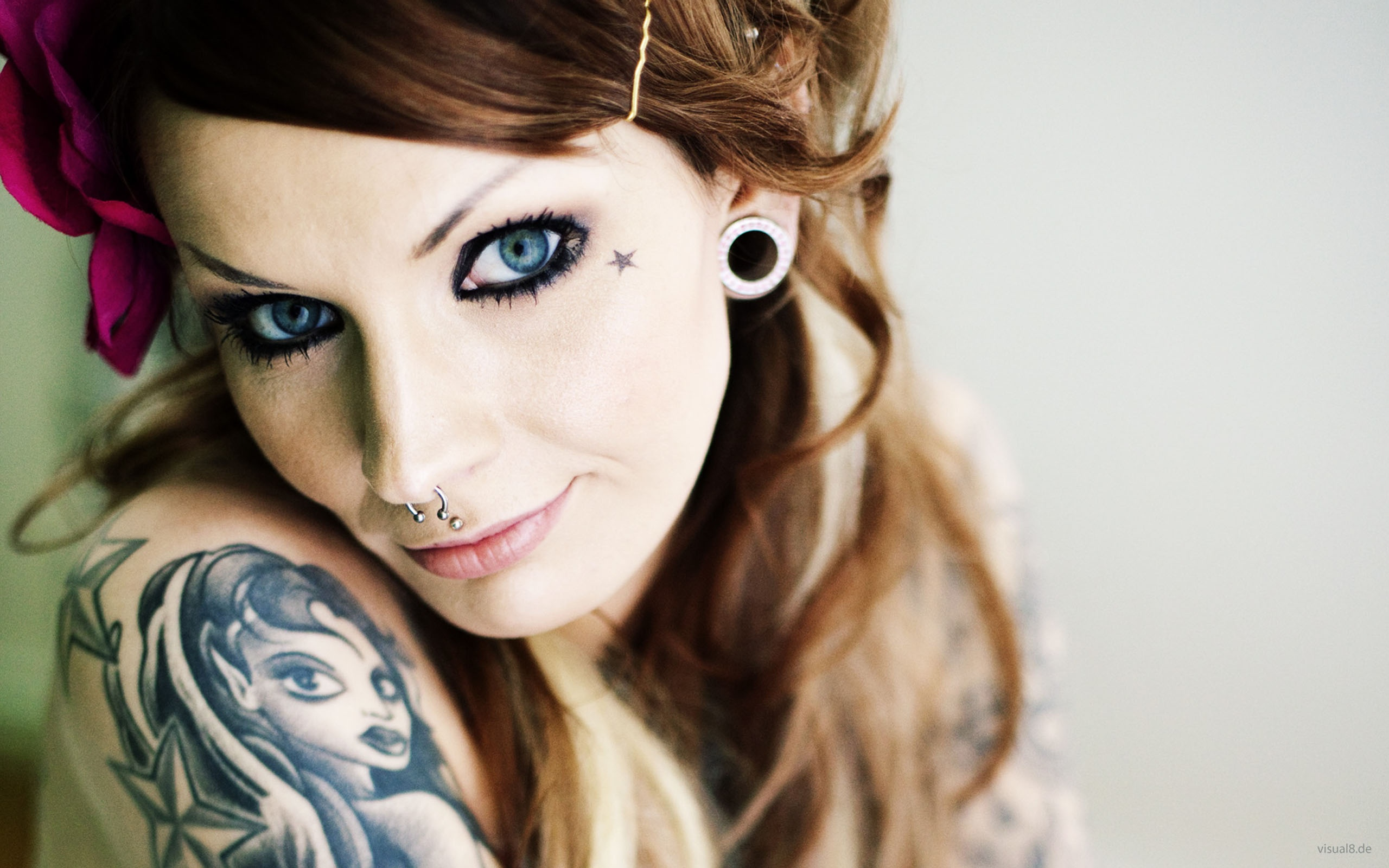 Wallpaper Girl with tattoos and piercings
