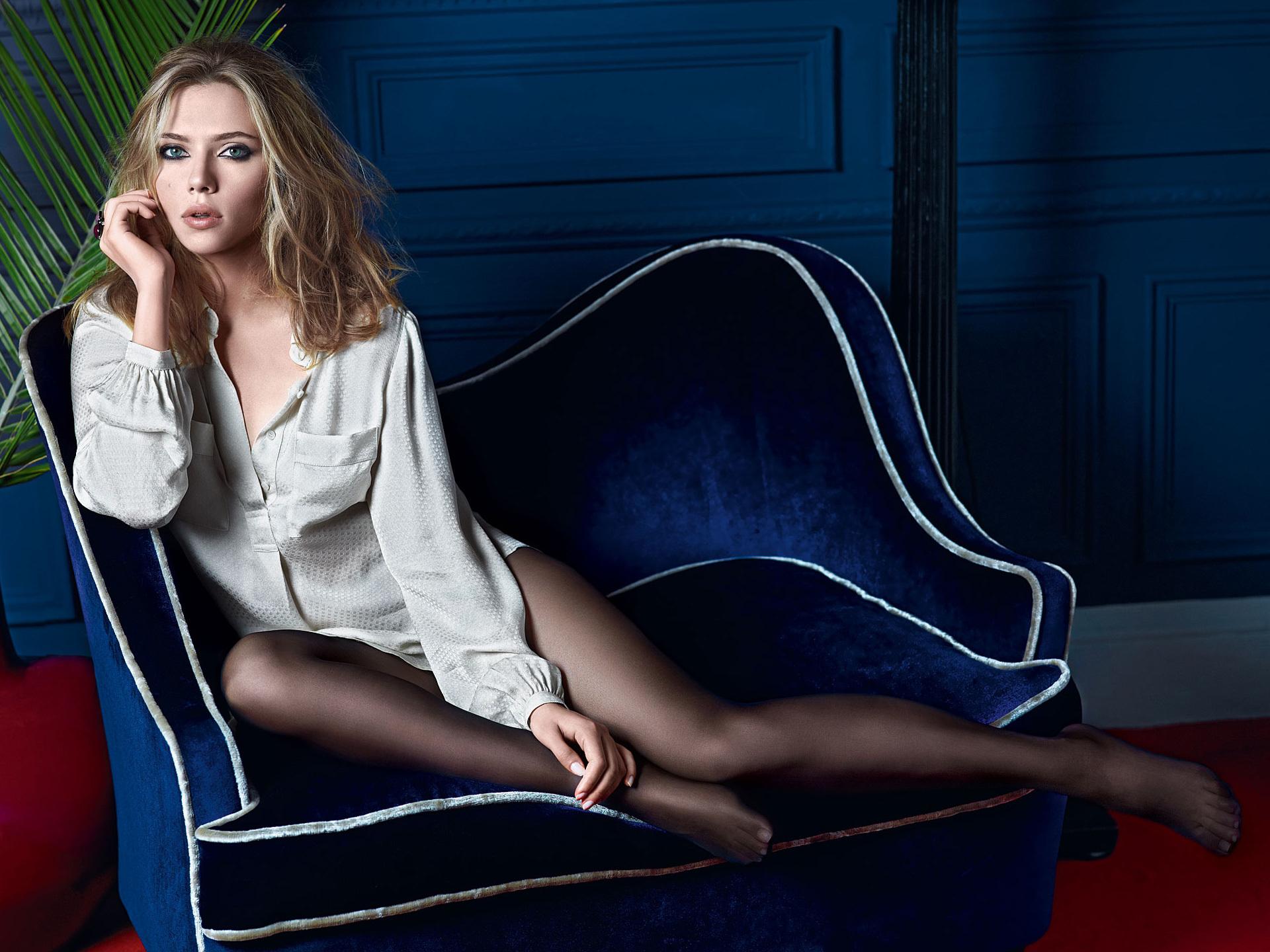 третий, русские актрисы в чулках колготках поставила стулья
