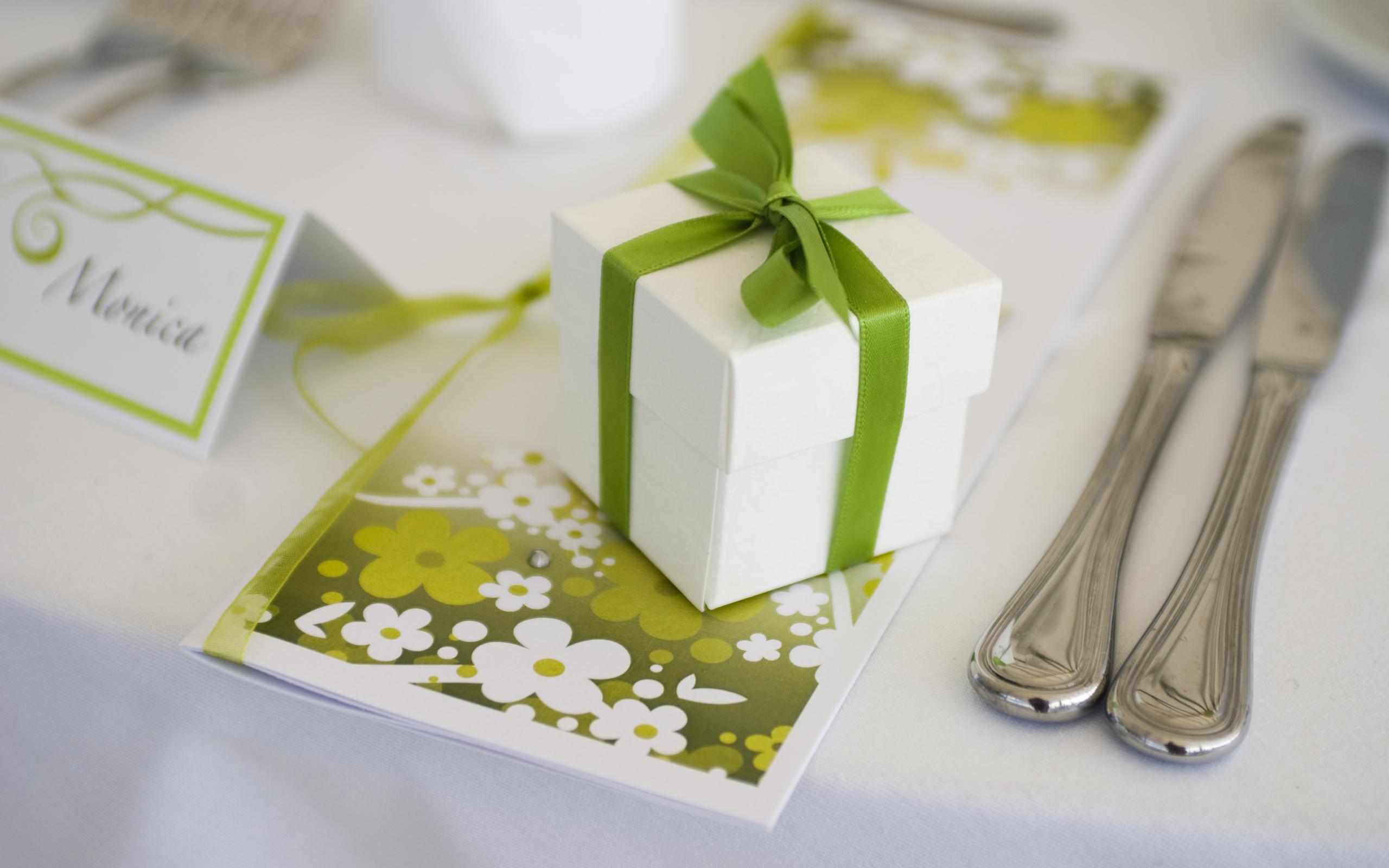 Свадебный стол с подарками