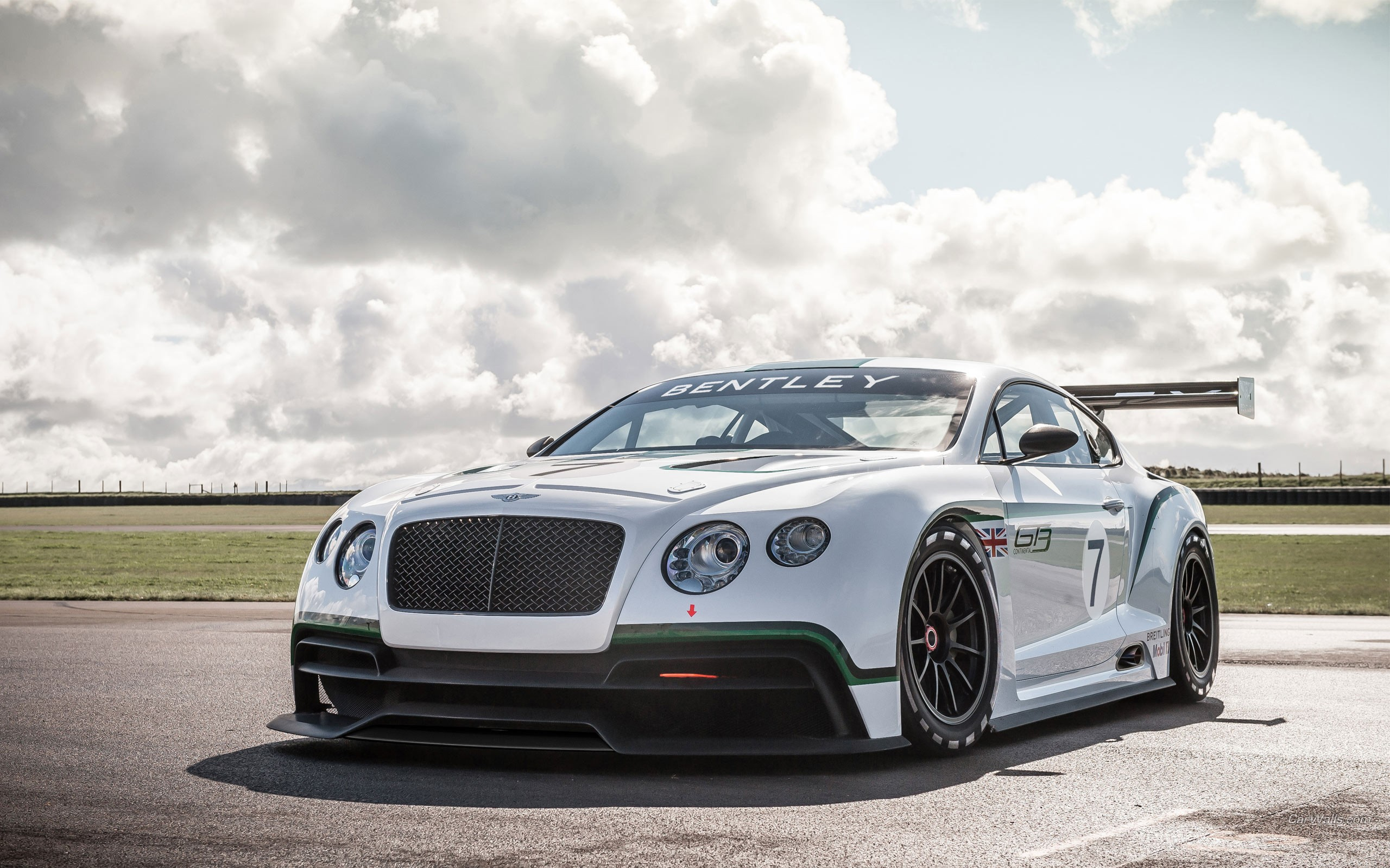 Bentley sports car pictures