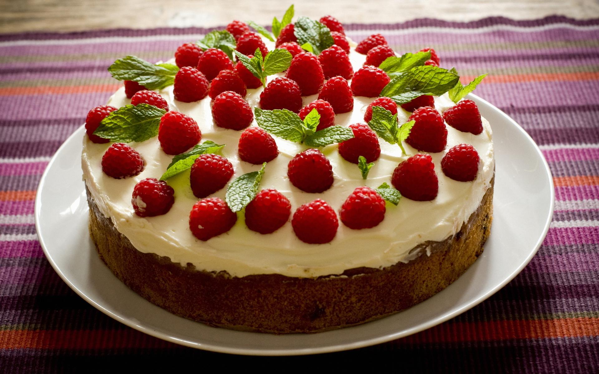 http://on-desktop.com/wps/Food_Cakes_and_Sweet_Cake_with_raspberries_031169_.jpg