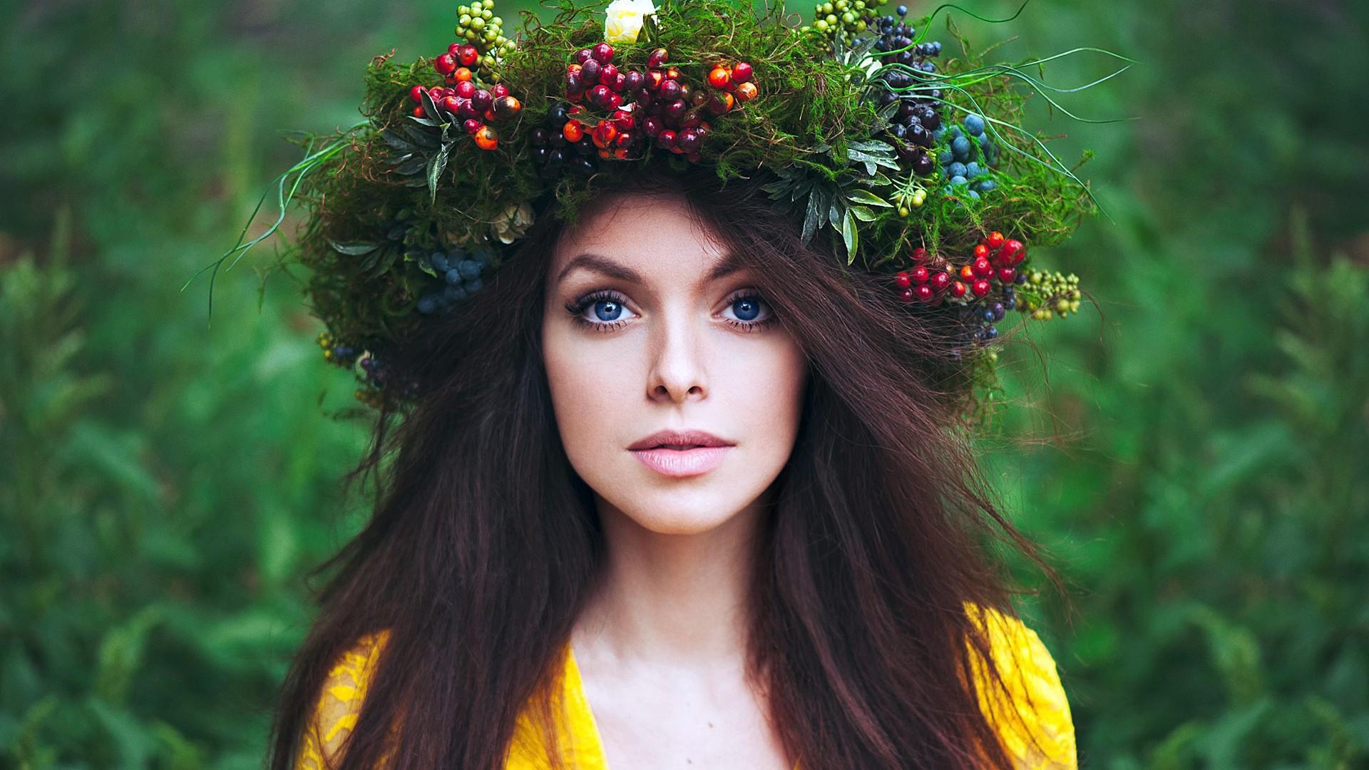 Фото девушек с веночками на голове