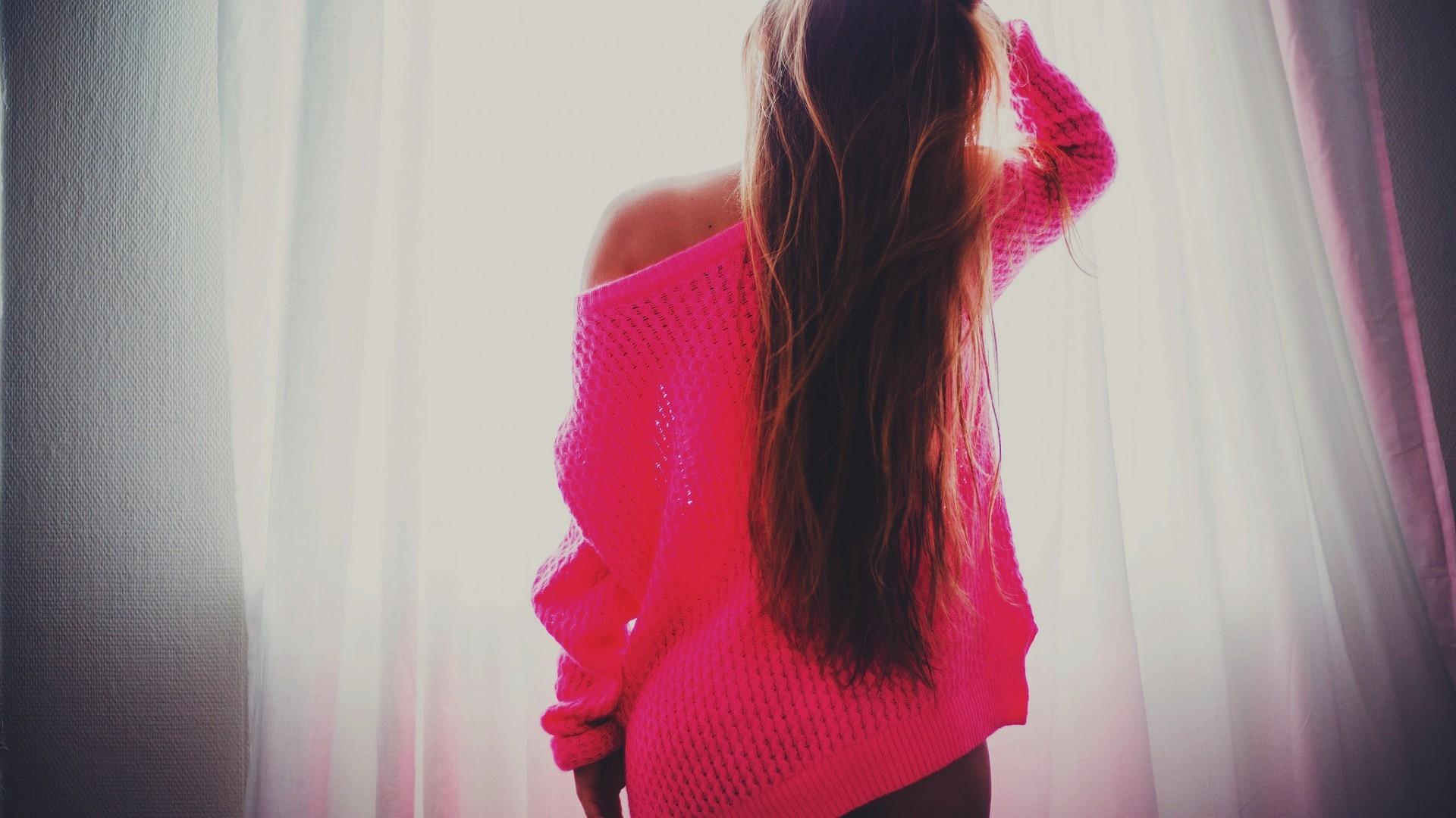 Фото красивых девушек брюнеток со спины на аву зима девушка