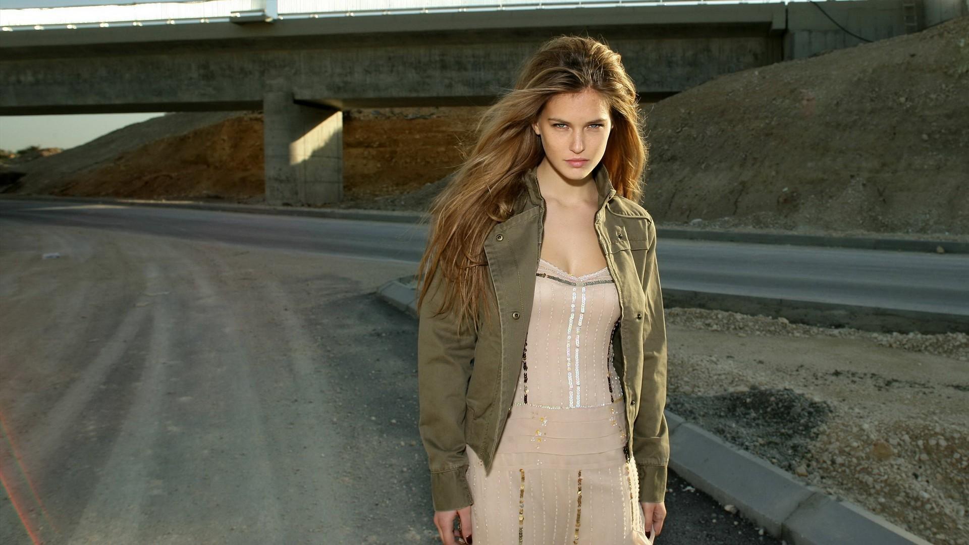Фильм девушка на мосту фото девушки