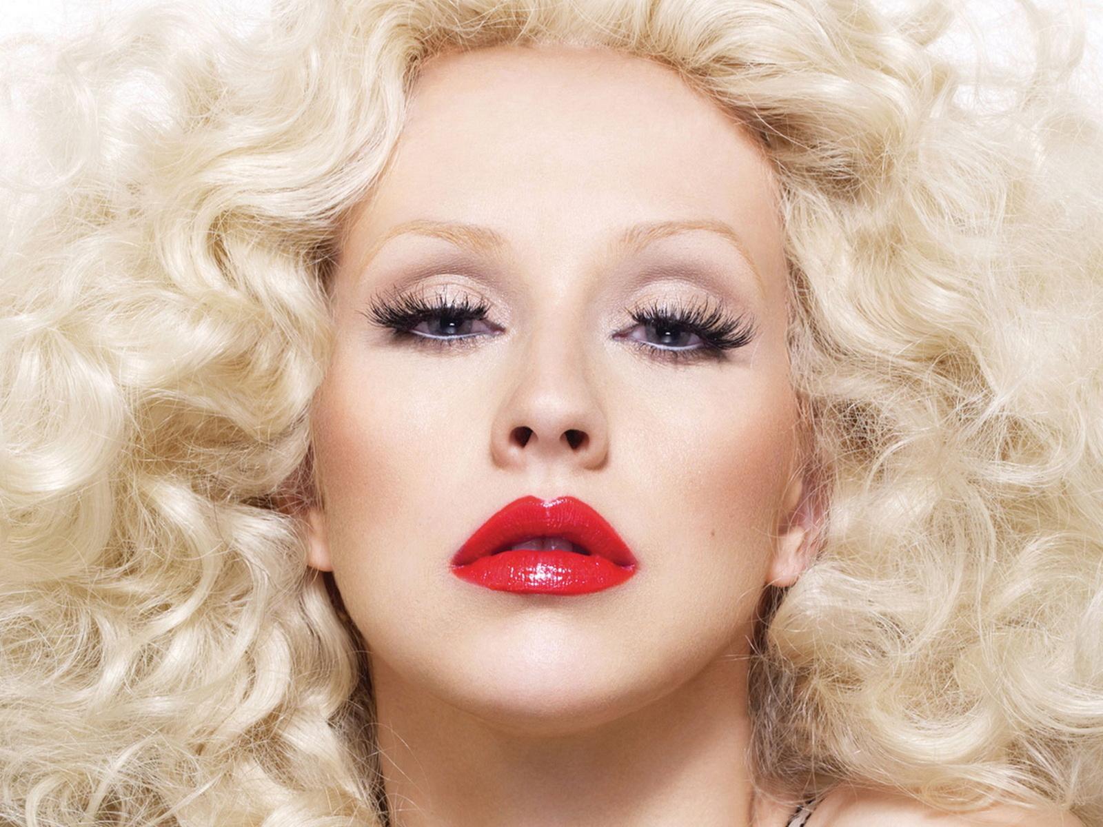 иностранная певица блондинка