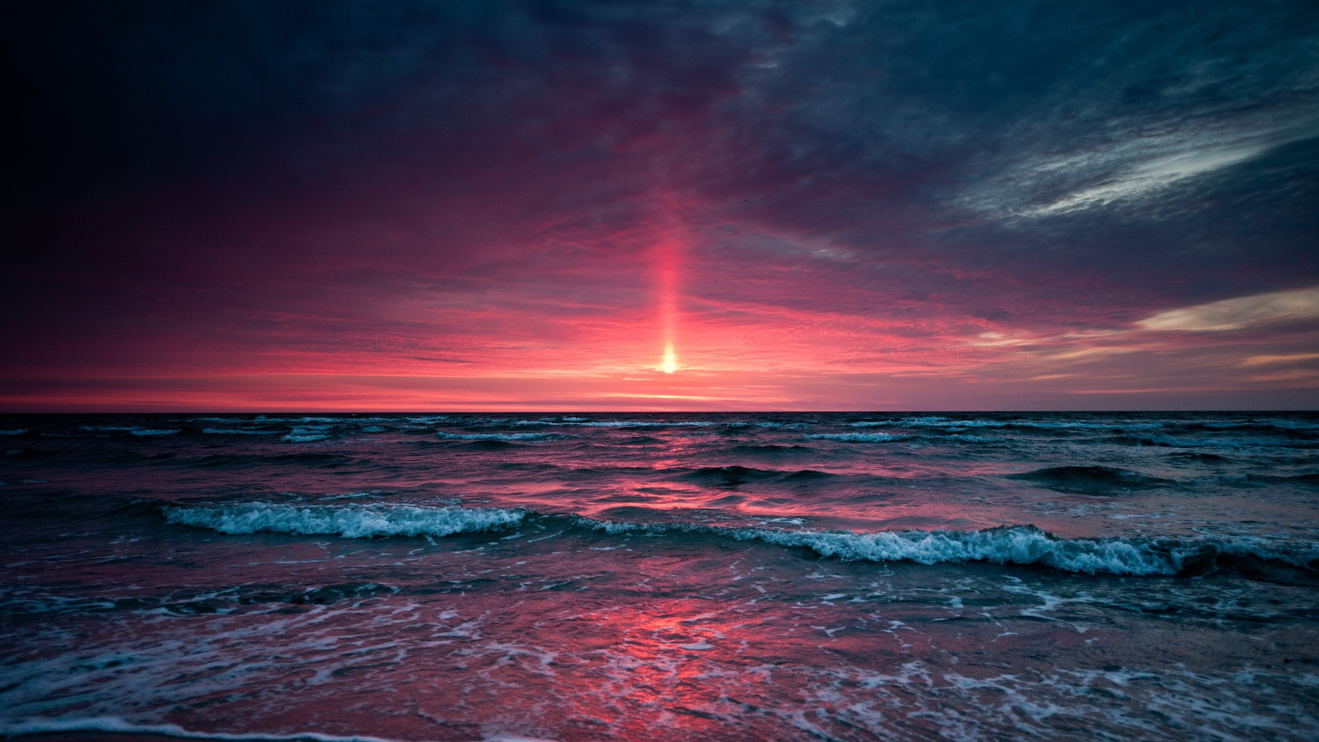 http://on-desktop.com/wps/Nature___Sundown_Pink_sky_at_sunset_in_the_sea_095605_.jpg