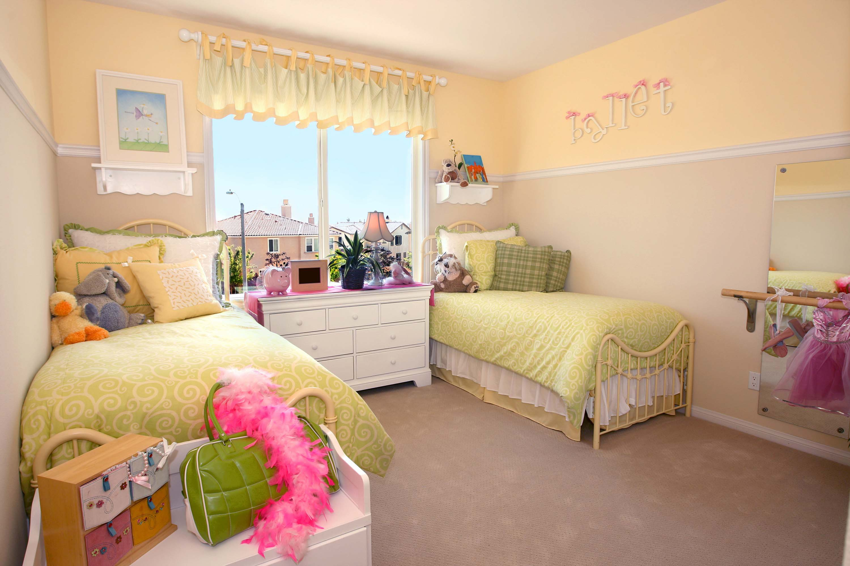 Дизайн детской комнаты для девочки и близнецов